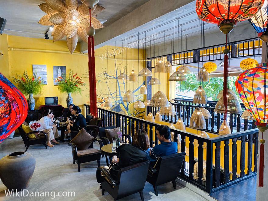 Cafe Út Tịch - 100-102 Bạch Đằng, Đà Nẵng